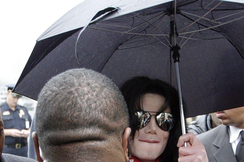 POSLE MNOGO GODINA: Otkriveno zašto se Majkl Džekson toliko puta operisao!
