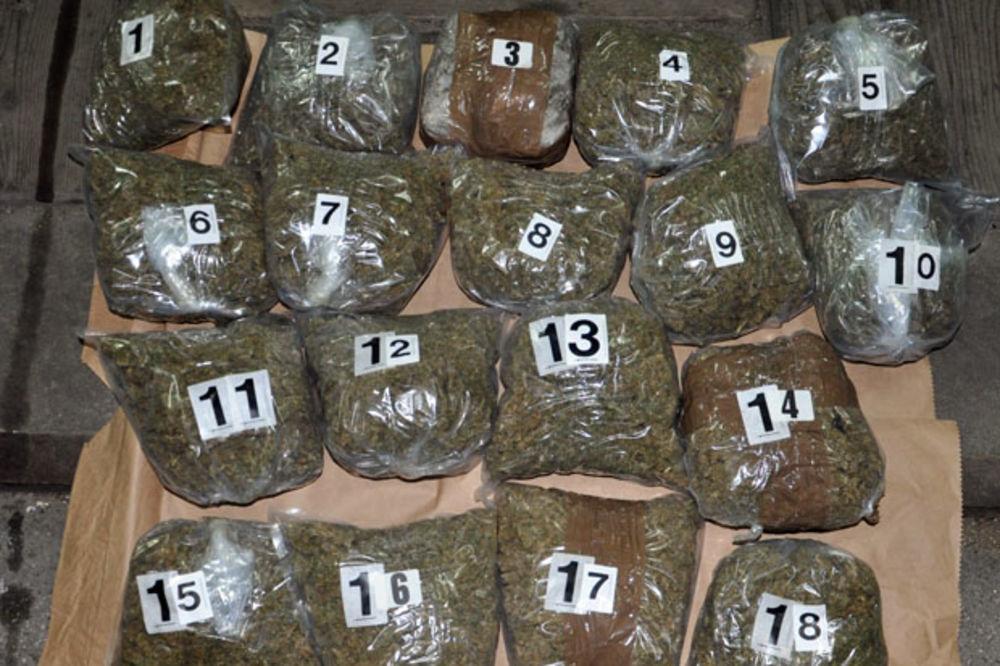 POLICIJSKA AKCIJA U KRALJEVU: Otkriveno više od 8 kilograma skanka u mercedesu