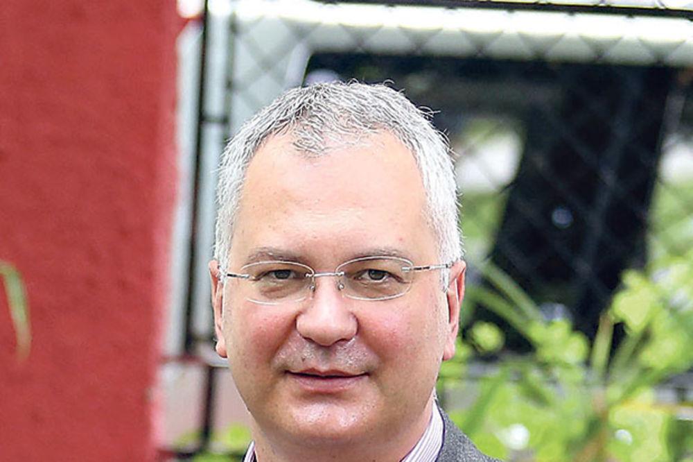 ULAZI U PREDSEDNIČKU TRKU: Kandidat DS biće Dragan Šutanovac