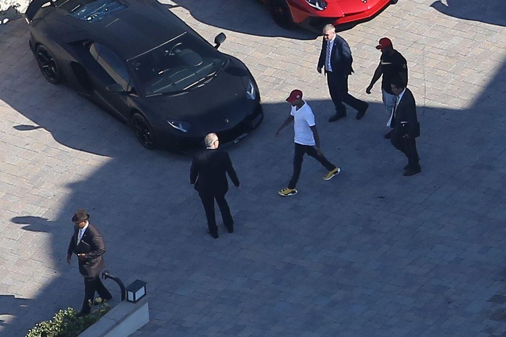 DRAMA U LOS ANĐELESU: Kris Braun pretio pištoljem misici, uhapšen posle nekoliko sati opsade