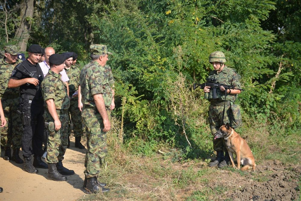 TIMSKI RAD VOJSKE I POLICIJE Diković: Obezbedićemo državne granice