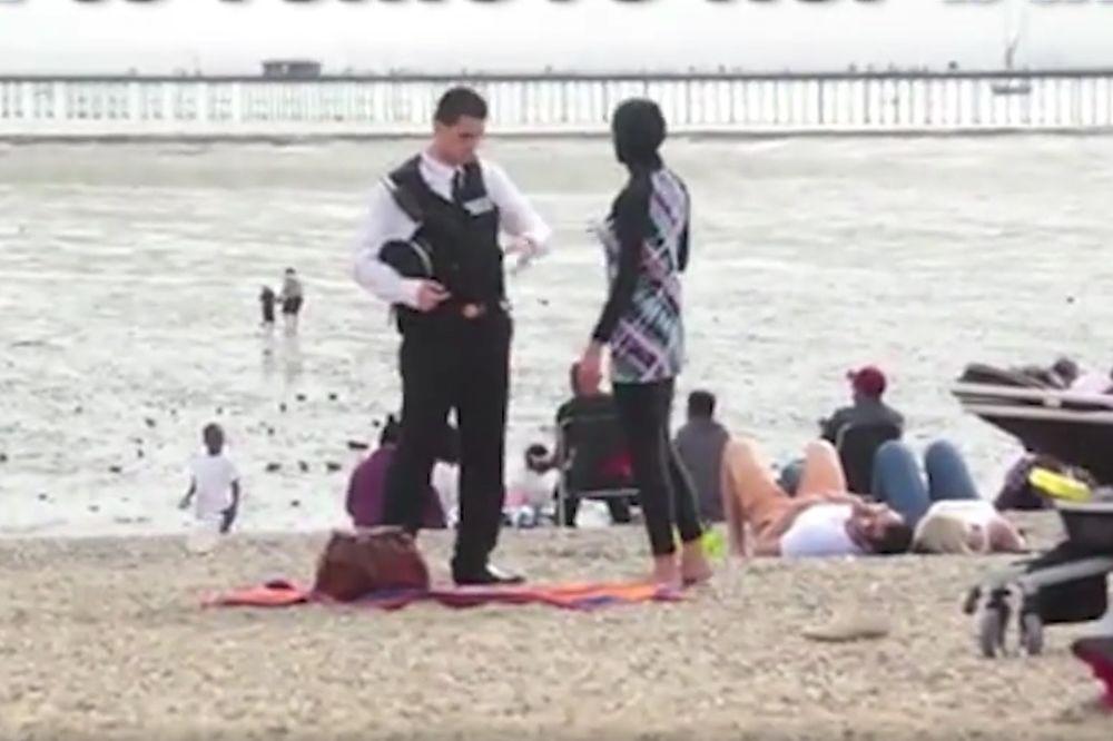 (VIDEO) NAPAD ZBOG BURKINIJA: Policajac joj je naredio da se skine na sred plaže, a onda...