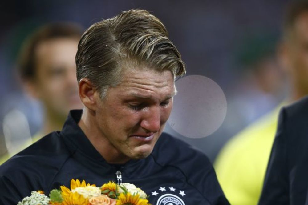 (VIDEO, FOTO) SUZE KOJE SU GANULE NEMAČKU: Švajnštajger plakao kao kiša, ali ne zbog Ane