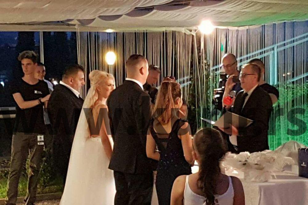 KURIR TV EKSKLUZIVNO SA TAJNE SVADBE GILETA JAŠARSPAHIĆA: Pogledajte vatromet i prvi ples ovog para