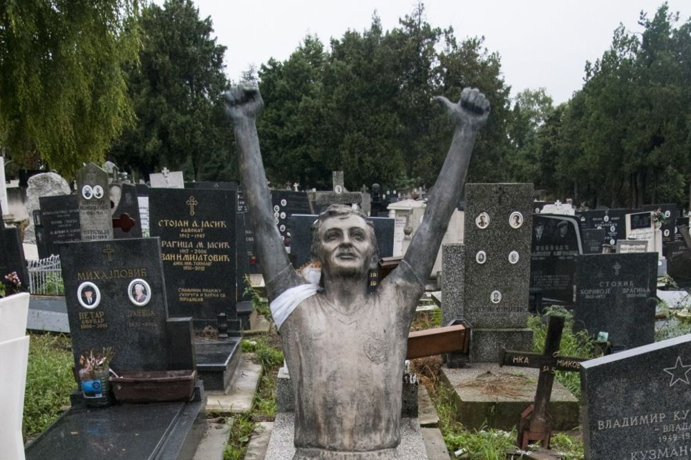 (VIDEO) ŽUREĆI NA TRENING OTIŠAO U LEGENDU: Prošla je 31 godina od tragične smrti Dragana Mancea