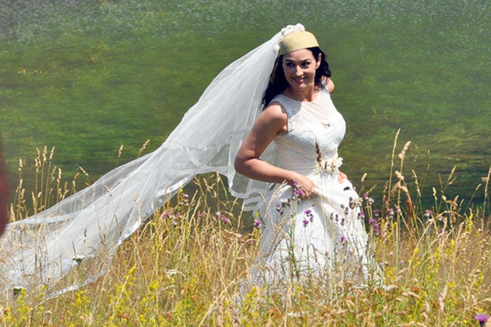 Biće i svadbe... Monika postala srpska snajka