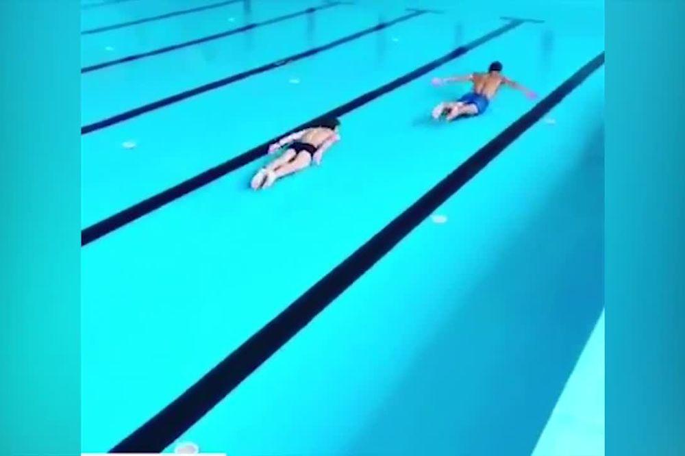 (VIDEO) ŠTA NIJE U REDU SA OVIM SNIMKOM? Nasmejaće vas momci koji plivaju kao ribe na suvom