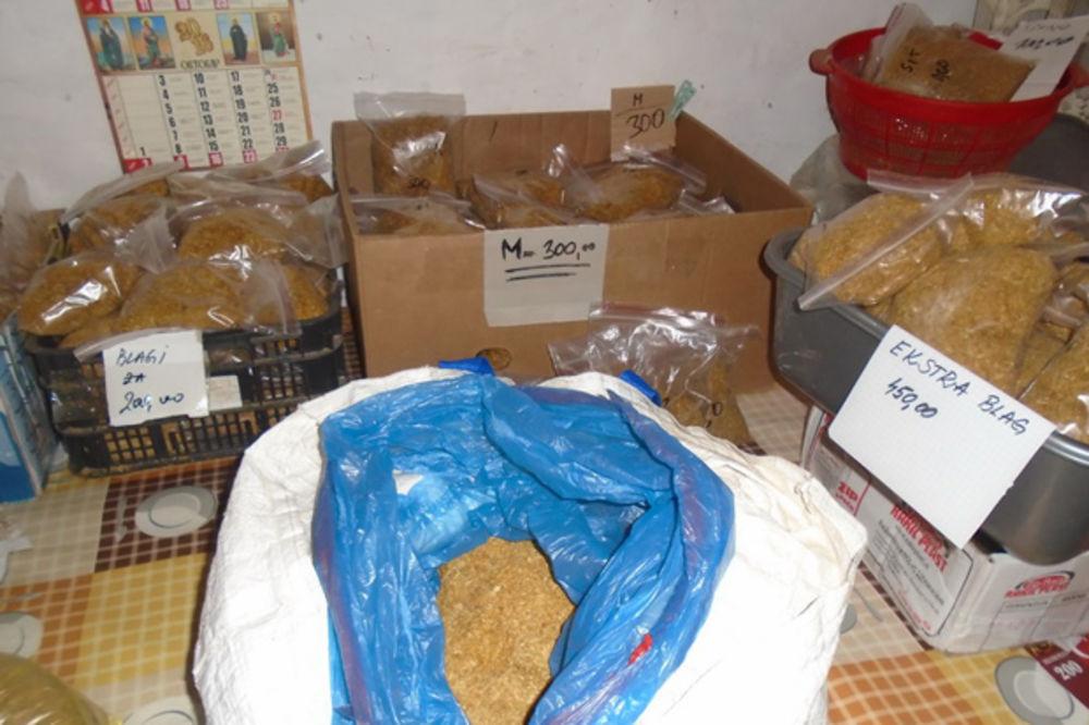 Rezultat slika za Prilikom kontrole saobraćaja policajci pronašli 215 kilograma švercovanog duvana