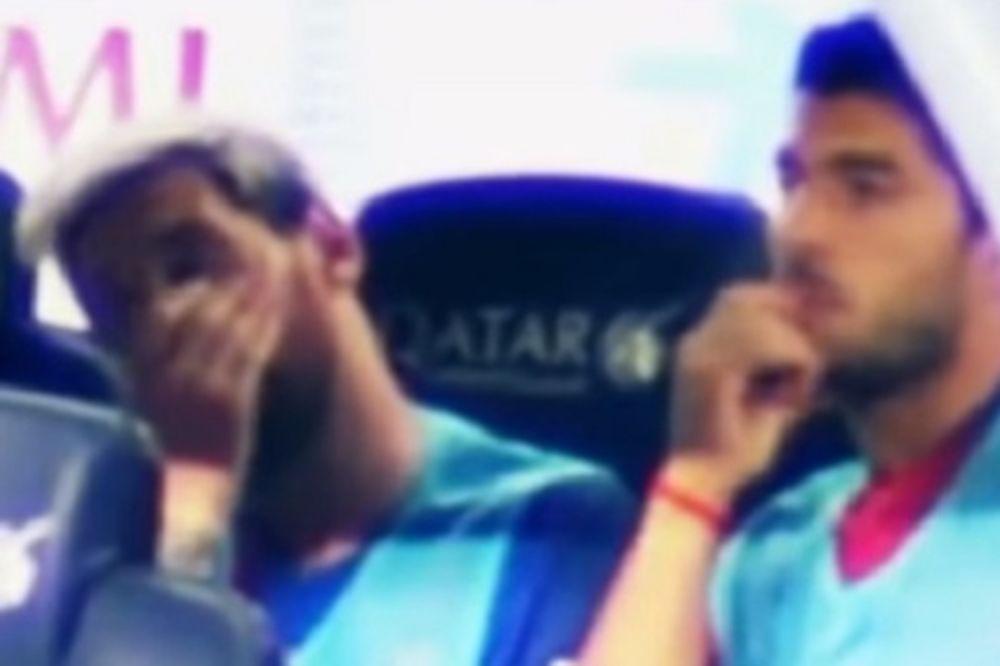 (VIDEO) POGLEDI MESIJA I SUAREZA SVE GOVORE: Ovako zabrinute zvezde Barselone nikada niste videli