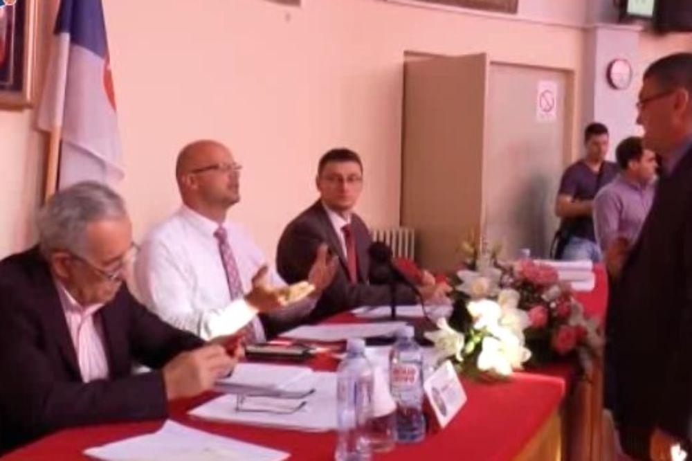DA LI JE VLADA GEJ FRENDLI: Skandalozni prekid sednice Skupštine grada u Čačku