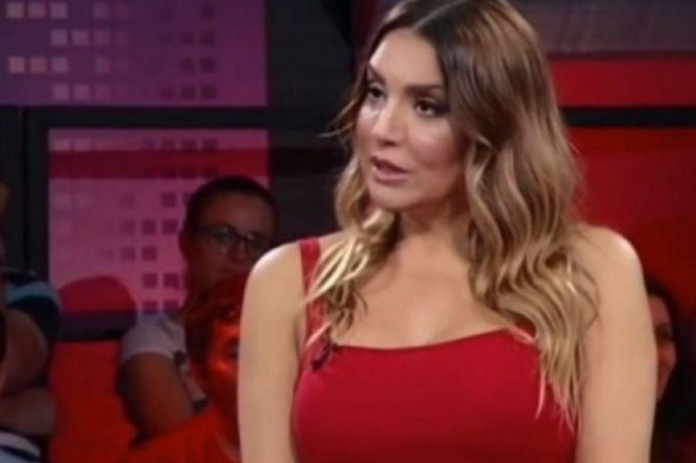 (VIDEO) LEPA I HRABRA: Ovako je reagovala makedonska voditeljke kada je udario zemljotres!