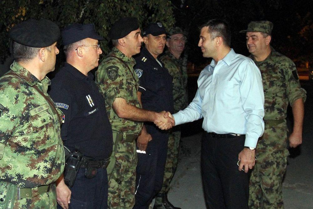 OTKRILI 7.500 MIGRANATA I 50 KRIJUMČARA: Ministar Đorđević obišao zajedničke snage vojske i policije