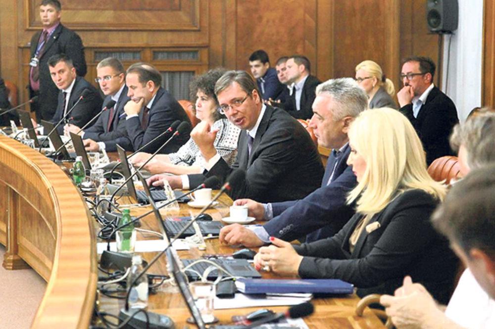 VLADA U KASARNI: Ministri sele kabinete kod niške auto-pijace
