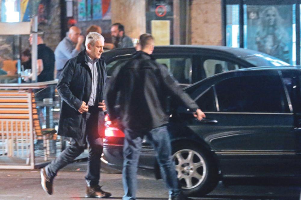 BAHATI TADIĆ ŽIVI KAO ŠEIK: Bivšeg predsednika vozika pet državnih automobila!