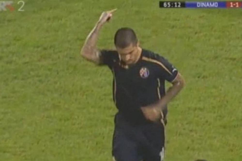 (VIDEO) NAVIJAČI DINAMA BESNI: Fudbaler im pokazao srednji prst, a sad nosi kapitensku traku