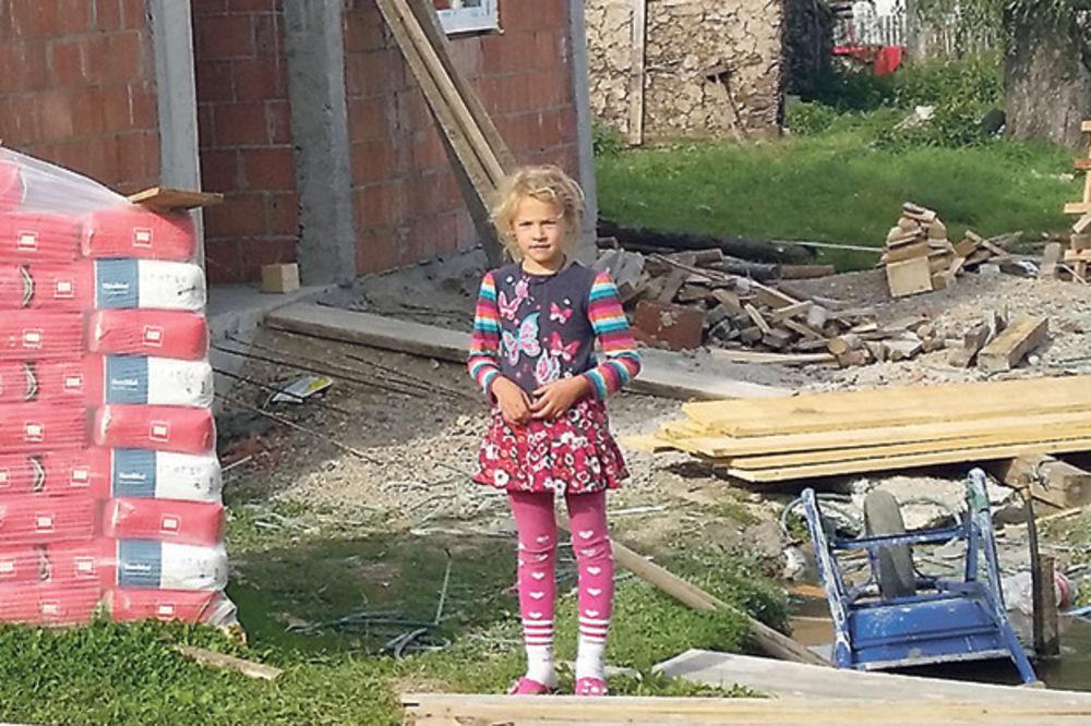 USPELA AKCIJA KURIRA Devojčica sa zgarišta u Sjenici dosanjala NOVU KUĆU! Zimu će dočekati u toplom!