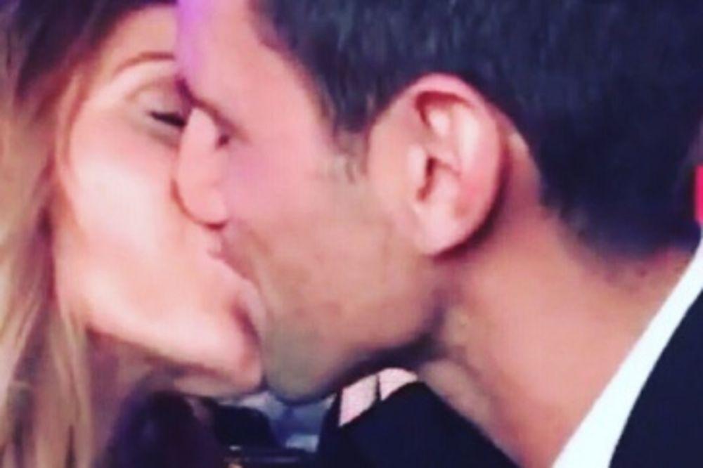 (VIDEO) VRAĆAJU VERU U LJUBAV: Poljubac Novaka i Jelene zapalio društvene mreže