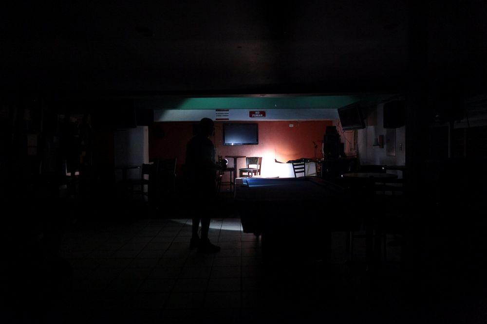 (FOTO) SKORO CEO PORTORIKO U MRAKU: Milioni ljudi ostali bez struje u nezapamćenoj havariji