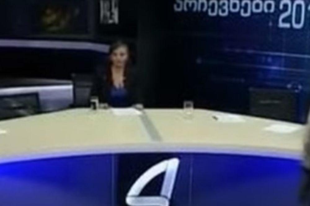 (VIDEO) POLITIČARI SE POTUKLI USRED EMISIJE: Budalo, sad ću da ti razbijem glavu čašom!