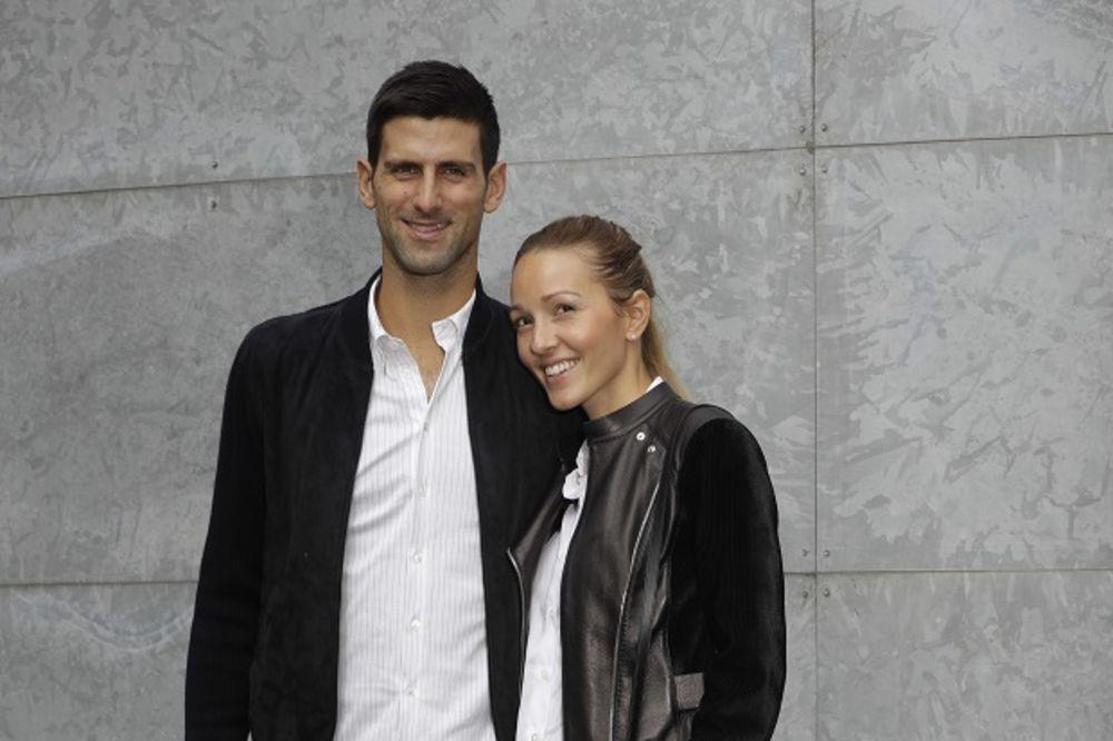 (FOTO) CRNO-BELI ĐOKOVIĆI: Evo kako su Jelena i Novak zasenili sve na Armanijevoj reviji