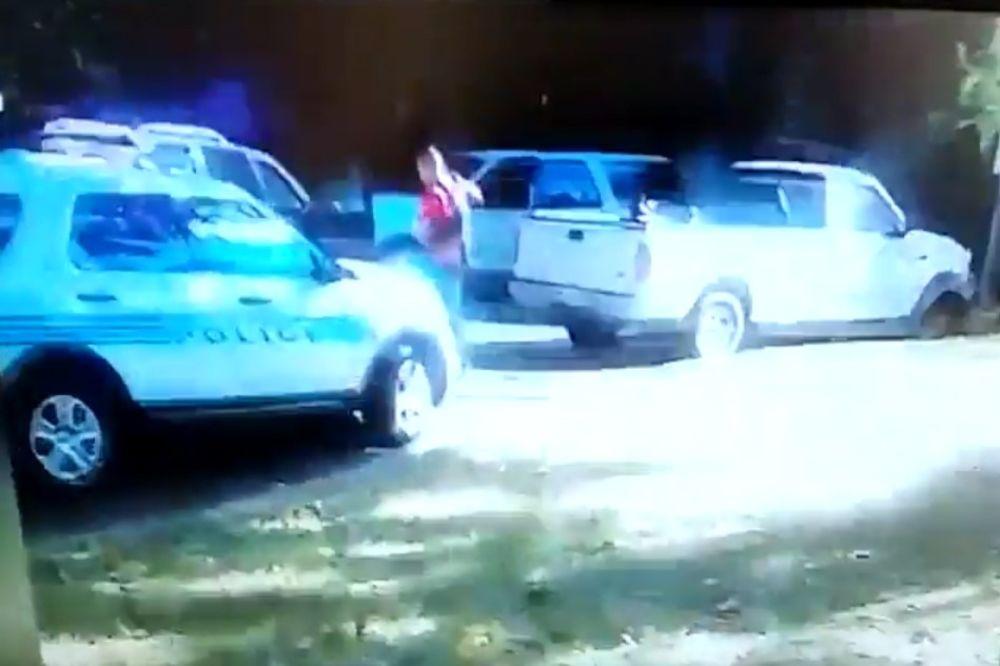NE PUCAJTE NA NJEGA, NIJE NAORUŽAN: Žena Kita Lamonta objavila snimak ubistva koje je uzburkalo SAD