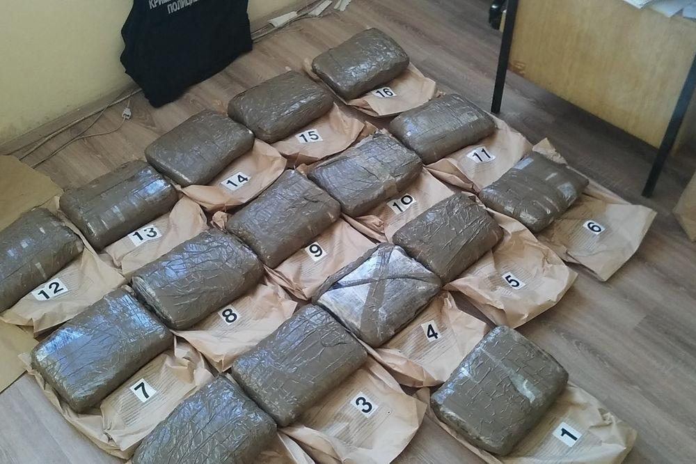 AKCIJA KRUŠEVAČKE I ŠABAČKE POLICIJE: Zaplenjeno 36 kg marihuane, troje uhapšeno