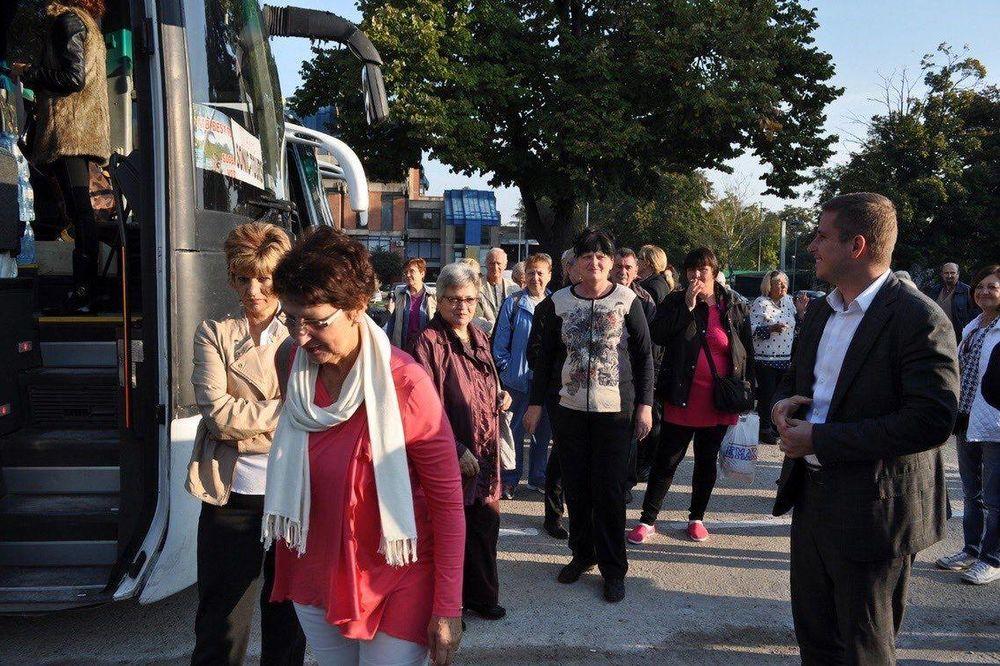 TREĆE DOBA, ZLATNO DOBA: Penzioneri sa Palilule na izletu na Fruškoj Gori