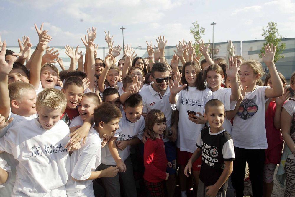 (FOTO) OLIMPIJSKI ŠAMPION SE DRUŽIO SA OSNOVCIMA Štefanek: Stvorićemo nove rvačke šampione
