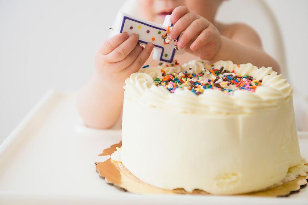 BESNA MAJKA PORUČILA RODITELJIMA: Prestanite da od prvog rođendana deteta pravite NARODNO VESELJE!