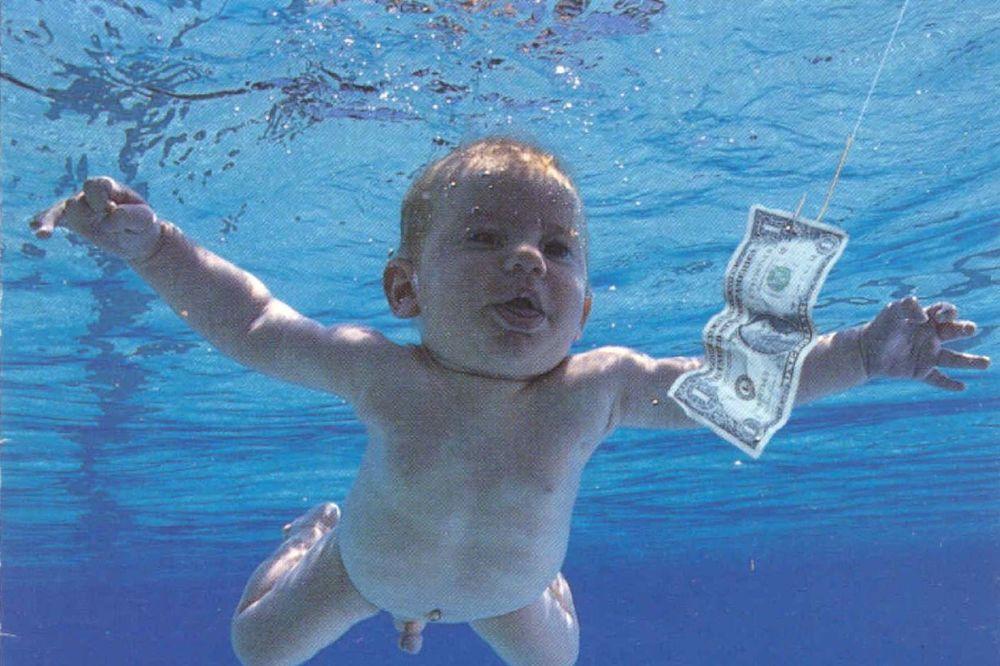 (FOTO) LOVAC NA NOVAC: Pogledajte kako izgleda Nirvanina beba, 25 godina kasnije