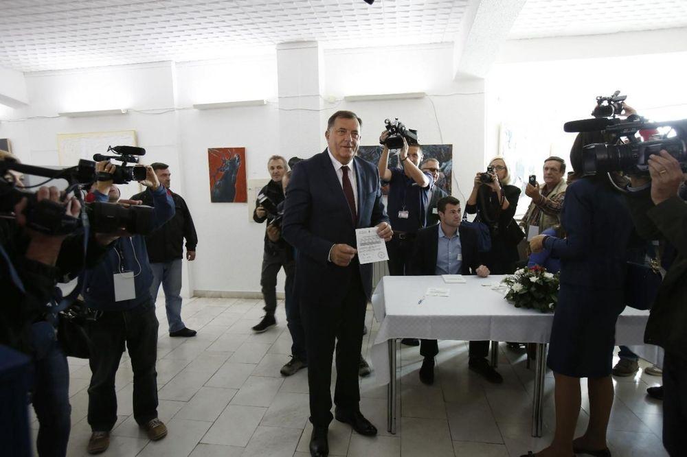 UŽIVO REFERENDUM: 99,8 GLASALO ZA Dodik: Sram bilo svakog Srbina koji nije glasao!