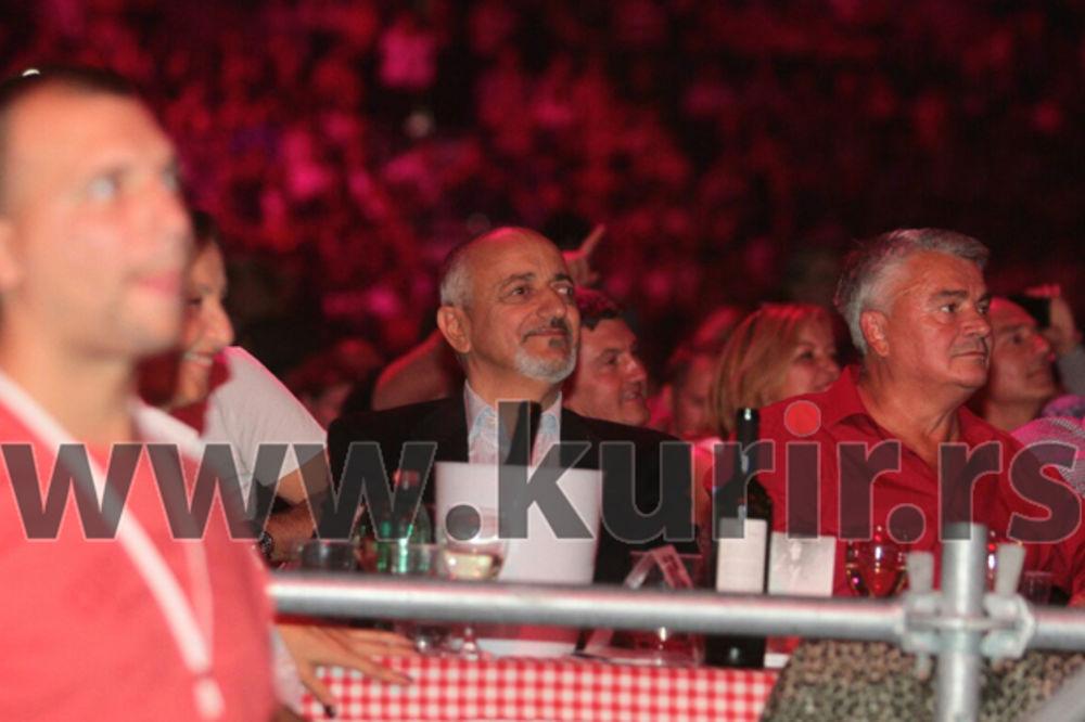(FOTO) KOSMAJAC NA KONCERTU U ČAST TOME ZRAVKOVIĆA: Uživao u VIP loži!