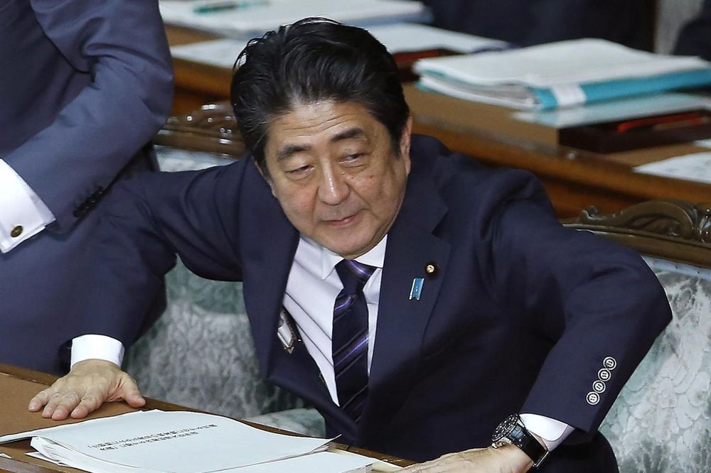 Premijer Šinzo Abe i njegova vlada mole Japance da ne budu radoholičari (Foto: Fonet/AP)