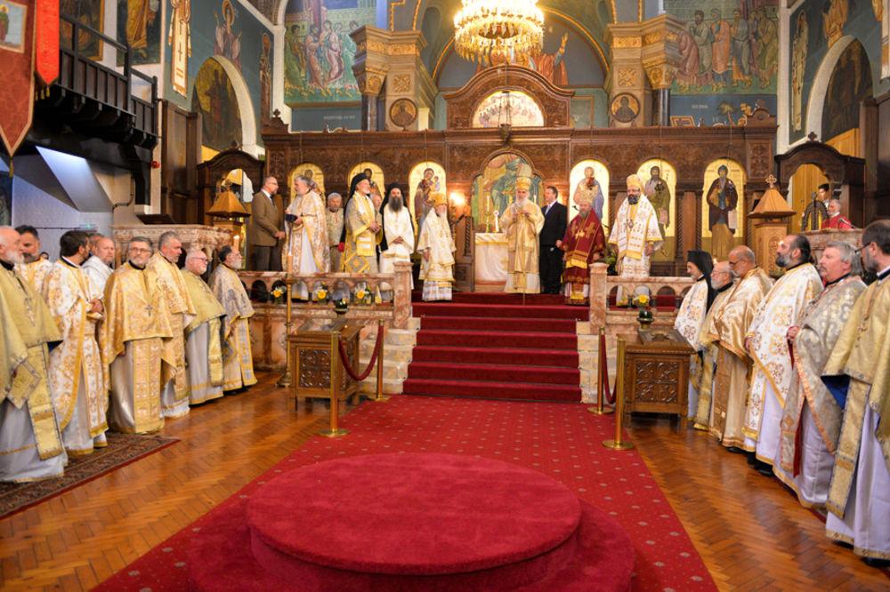 POSETA VERNICIMA U LONDONU: Patrijarh Irinej služio liturgiju u crkvi Svetog Save