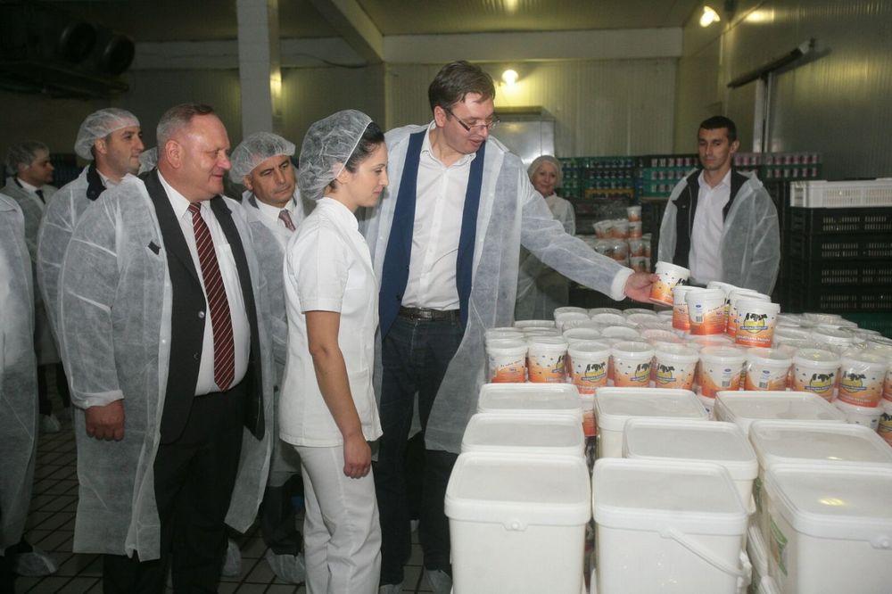 VUČIĆ U OBILASKU JUGA SRBIJE: Poseta mlekari Gložane kod Vlasotnica