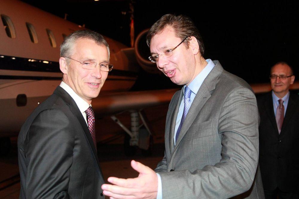 VUČIĆ U SEDIŠTU NATO: Premijer na sastanku sa Stoltenbergom u Briselu 23. novembra?