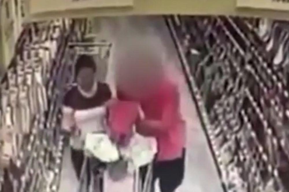 (VIDEO) NAJGORA NOĆNA MORA SVAKOG RODITELJA: Pokušao da otme bebu iz kolica naočigled majke