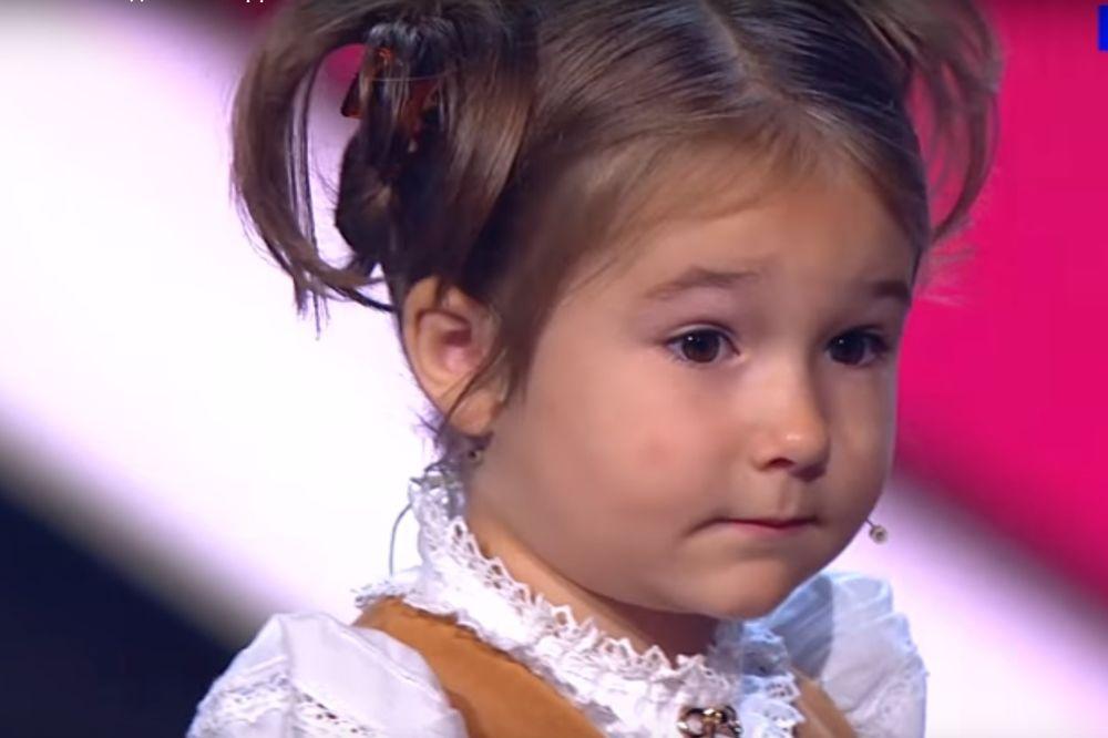 (VIDEO) MALO ČUDO: Ova devojčica ima samo 3 godine i priča 7 jezika!