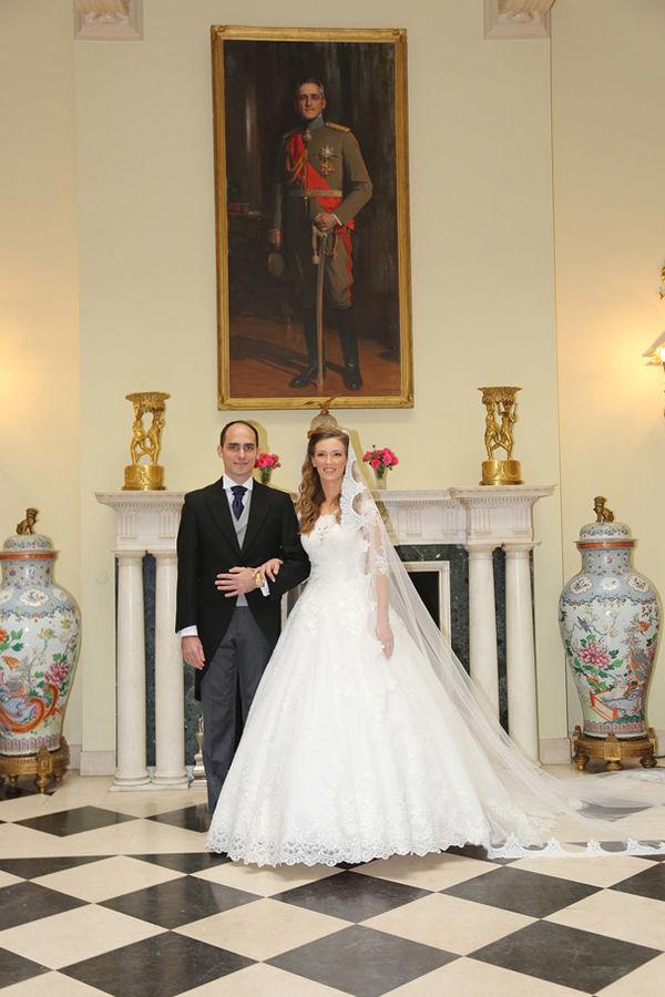 http://images2.kurir.rs/slika-620x910/kraljevsko-vencanje-foto-kraljevska-kancelarija-1477235830-1018651.jpg