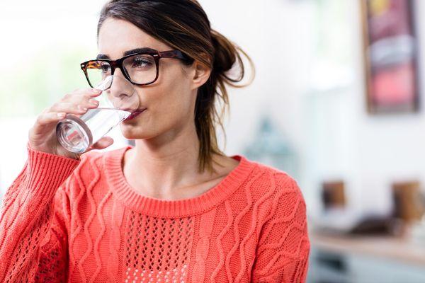 KOJU VODU JE ZDRAVIJE PITI, HLADNU ILI TOPLU? Jadna od njih uništava vaše zdravlje