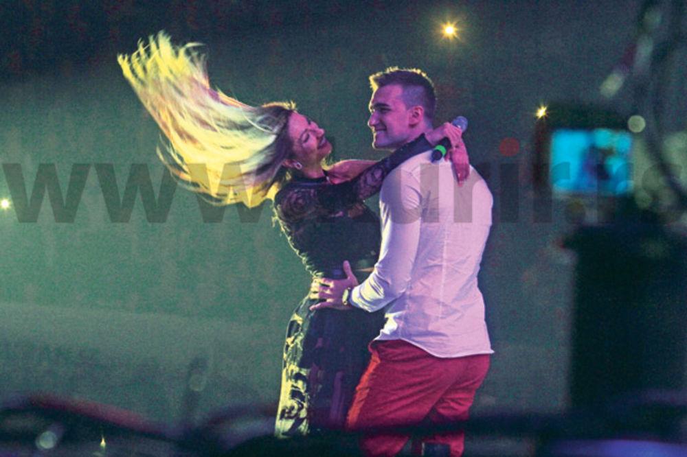 (FOTO) RADA I HARIS NE MOGU DA SE OBUZDAJU: Možemo da se vatamo, ali ne i da se ljubimo