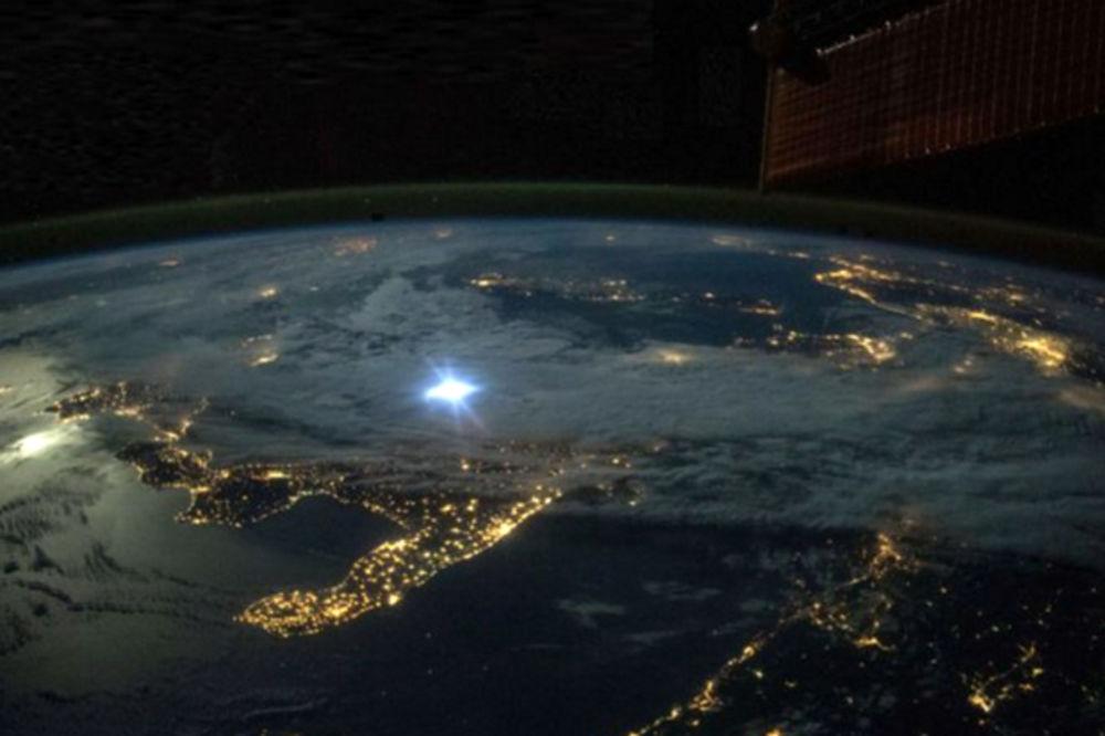 DOKTORSKI RAD KOJI JE ZAPREPASTIO NAUČNIKE U CELOM SVETU – Zemlja je ravna ploča i centar univerzuma!?