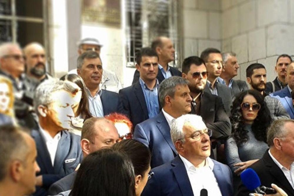 DF PRIVREMENO ODLAŽE PROTEST: Dok se sva opozicija ne složi nema izlaska na ulice!