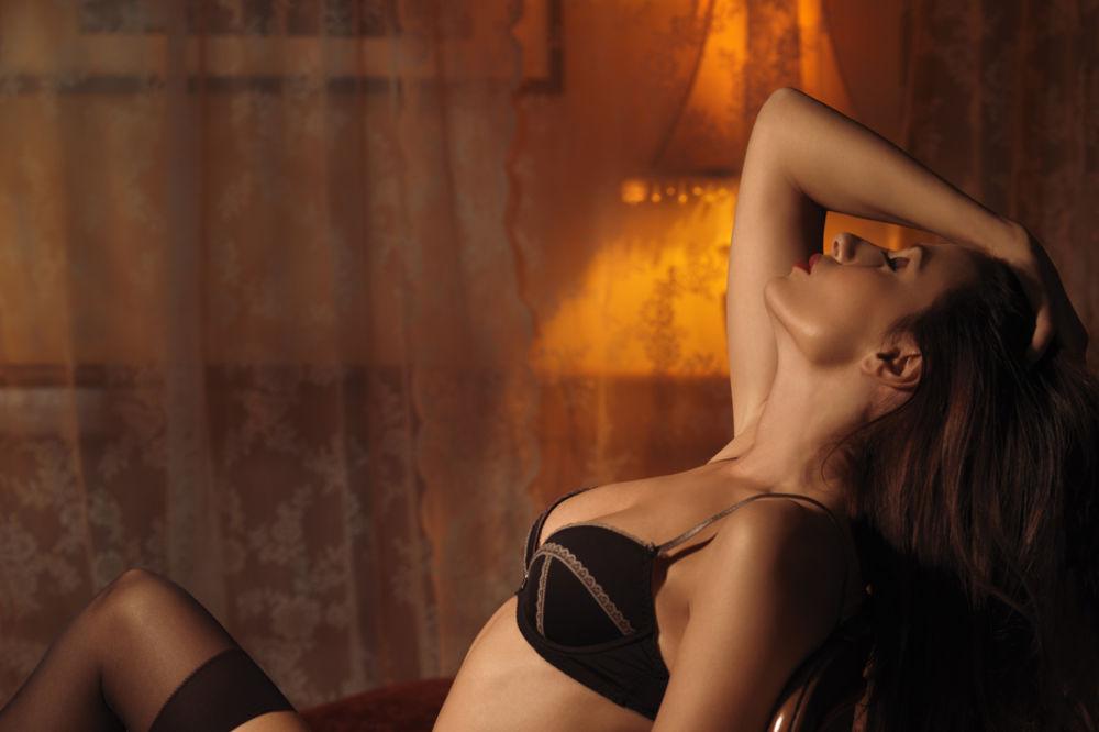 MUŠKARCI, OBRATITE PAŽNJU: 5 stvari koje žene rade kada znaju da će imati SEKS!