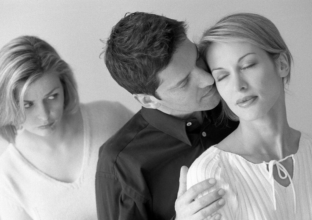 реалистами подходите бывшие жены и подруги фото прилипла