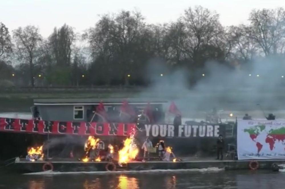 (VIDEO) PANK NIJE MRTAV: Sin Malkolma Meklarena spalio 5.000.000 funti!