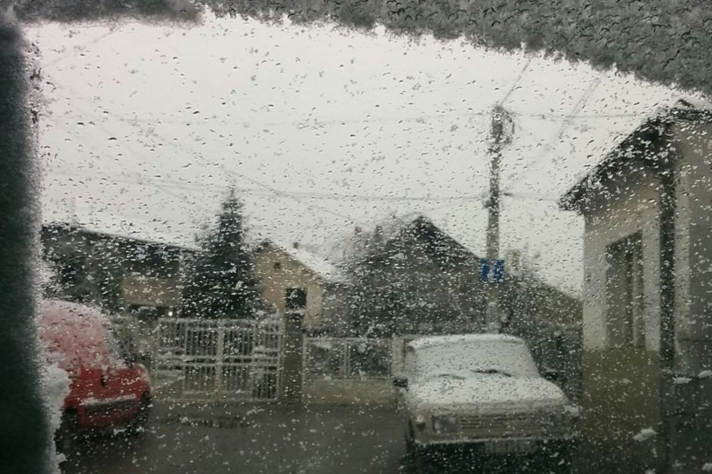 (VIDEO) ZABELEO SE I JUG: U Nišu pao prvi sneg! Veje širom Srbije!