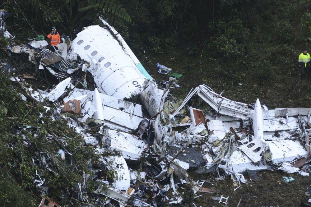 TELA MRTVIH RAZBACANA OKOLO, AVION UNIŠTEN: Stravične scene posle avionske tragedije u Kolumbiji