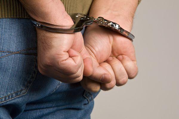 HAPŠENJE U NOVOM PAZARU: Kod muškaraca pronađena tri pištolja i municija