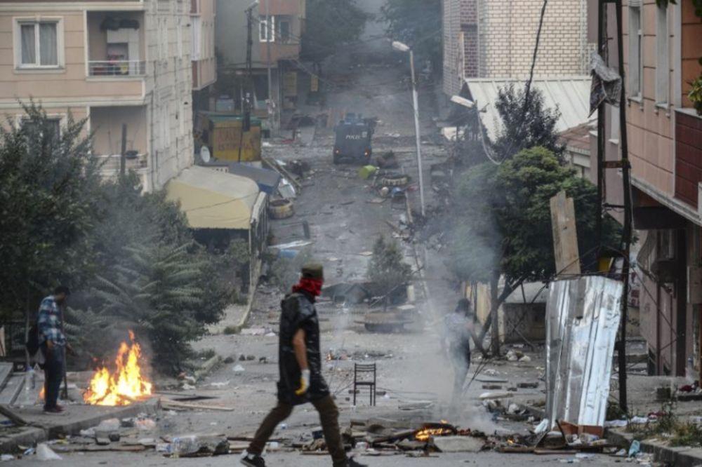Foto: AP, Sukobi turske policije i Kurda u Istanbulu